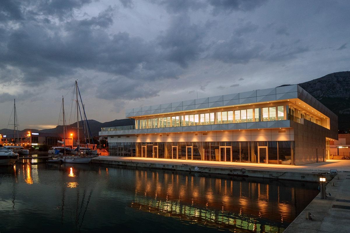 http://www.marina-kastela.hr/wp-content/uploads/2014/08/bazen-2-1200×800.jpg