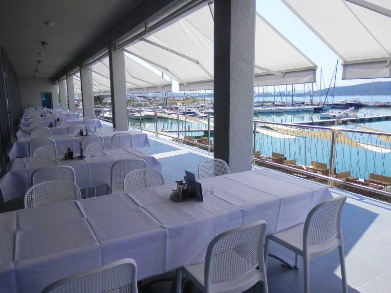 http://www.marina-kastela.hr/wp-content/uploads/2015/07/marina-restoran02-2015.jpg