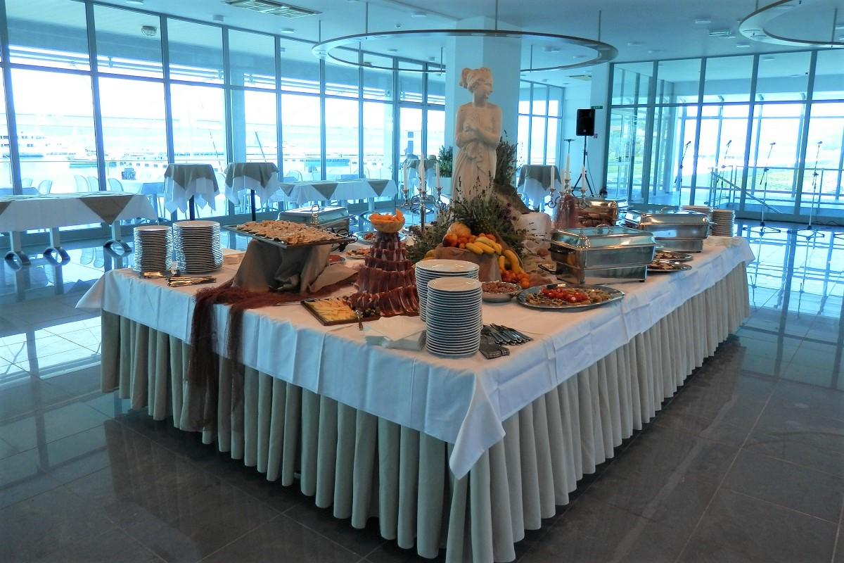 http://www.marina-kastela.hr/wp-content/uploads/2019/03/Restoran-Nautic-catering.jpg